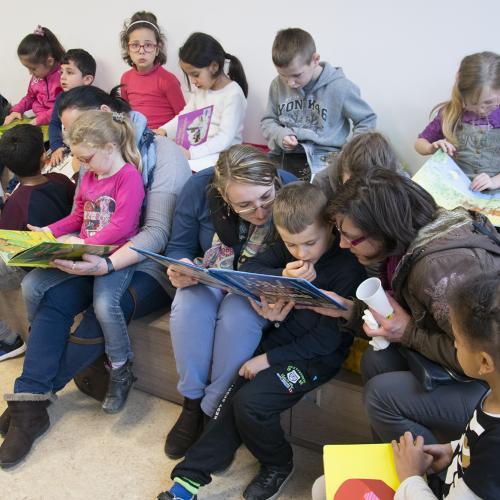 Après la séance, les enfants empruntent les livres
